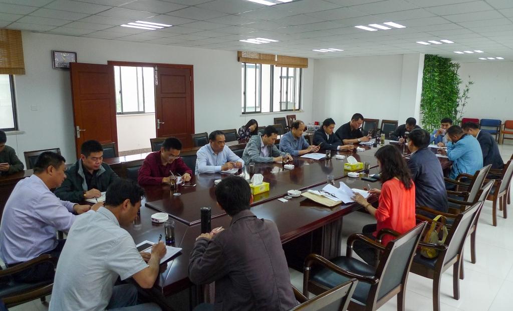 市住建局召开村镇建设管理工作座谈会