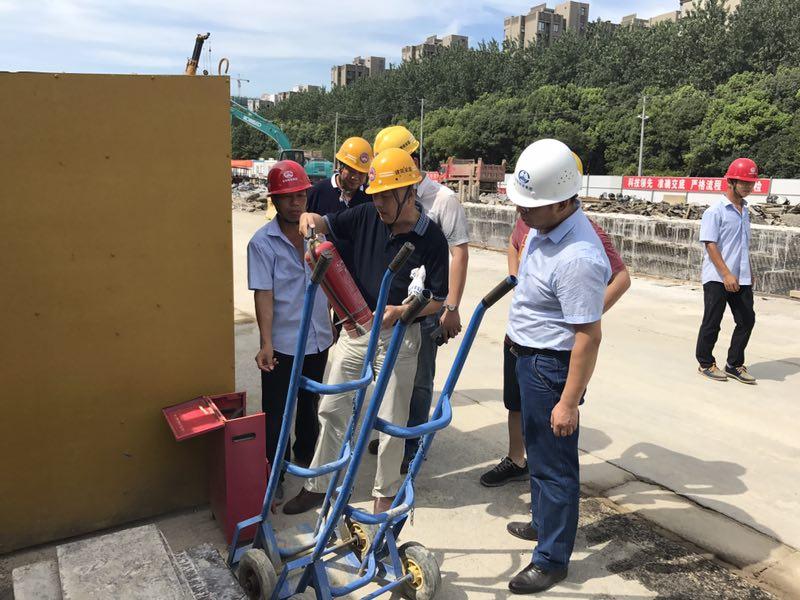 市住建局组织开展2017年度夏季重点道桥工程安全生产文明施工专项检查